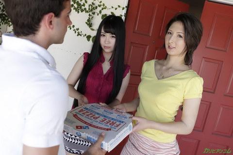 ピザデリバリーボーイをステイホームに誘い込むホームステイ留学生 日向あん 明日香クレア